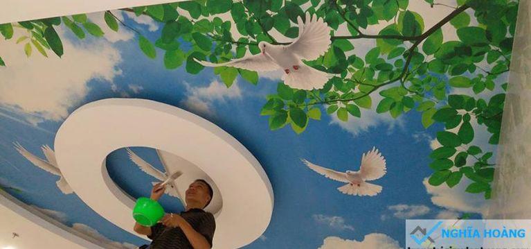 Thợ thi công tranh dán tường