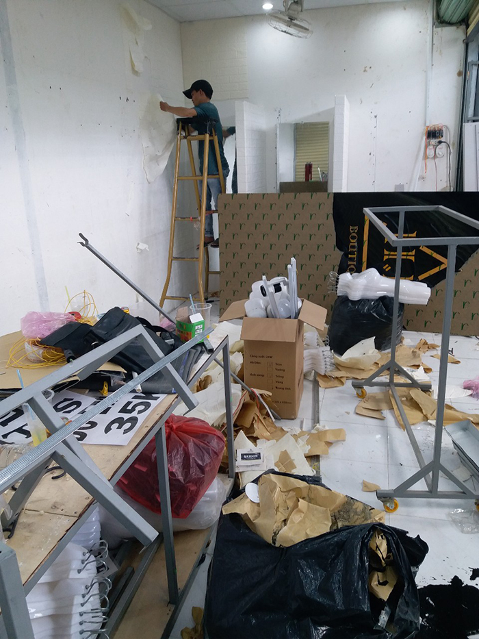 Tháo bỏ xốp dán tường